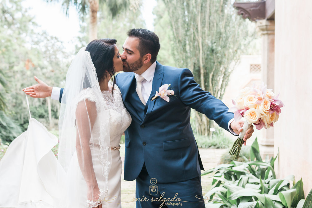Bok-tower-gardens-wedding-photo, bride-and-groom-photo, Tampa-wedding