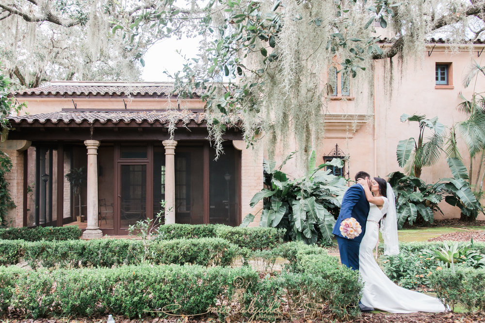 Bok-tower-wedding-photo, Gorgeous-wedding-garden-in-Florida, Florida-garden-wedding-photo
