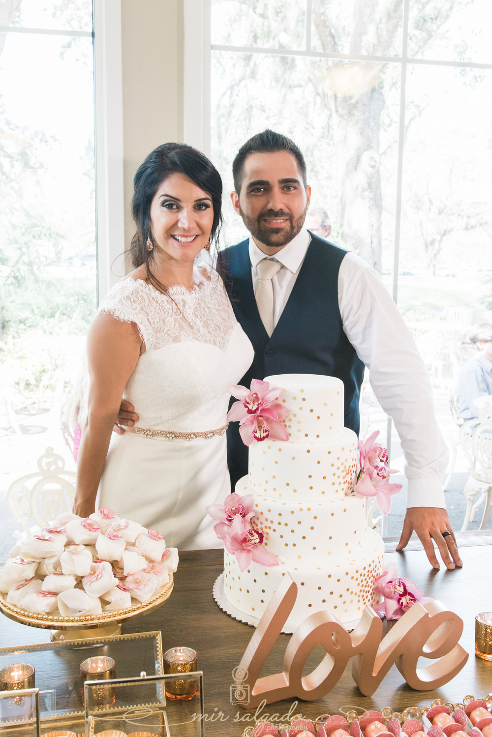 Bok-tower-gardens-wedding-photography, Cutting-cake-photo, Tampa-photographer