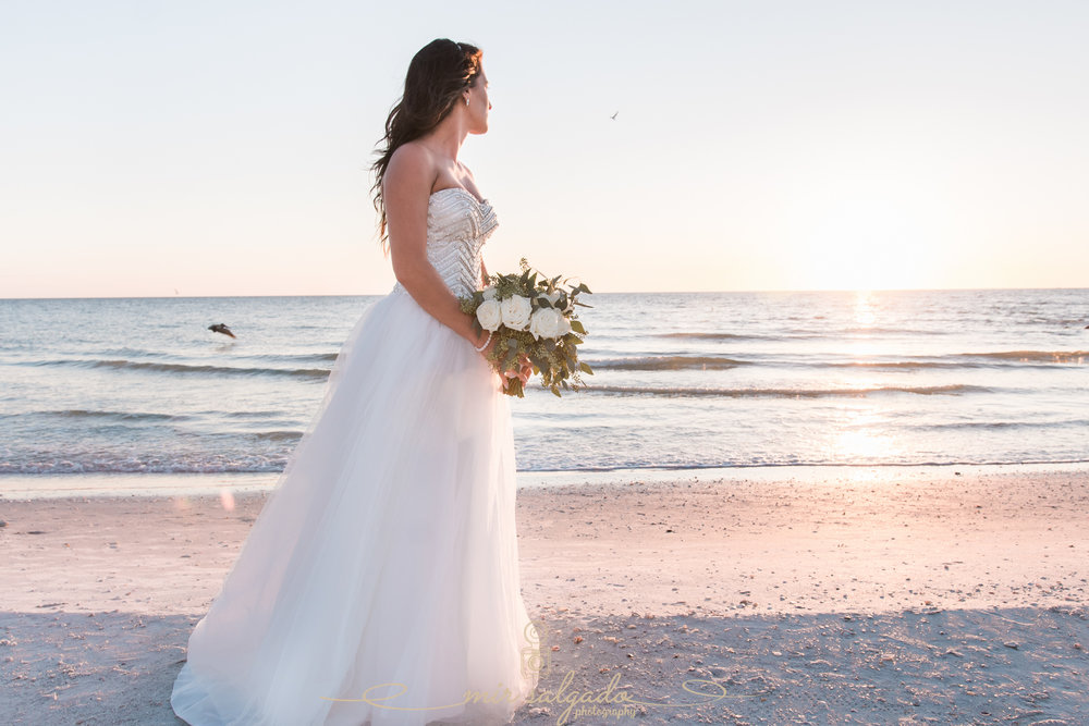 bride-beach-wedding-photo, St.Pete-wedding-photographer