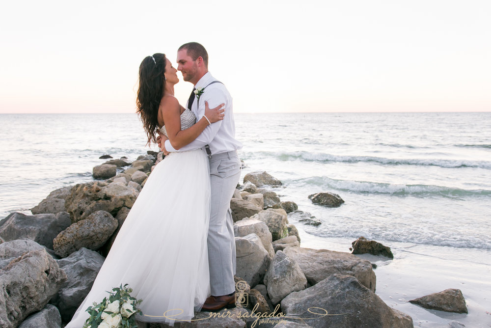 beach-wedding-photo, bride-and-groom-photo