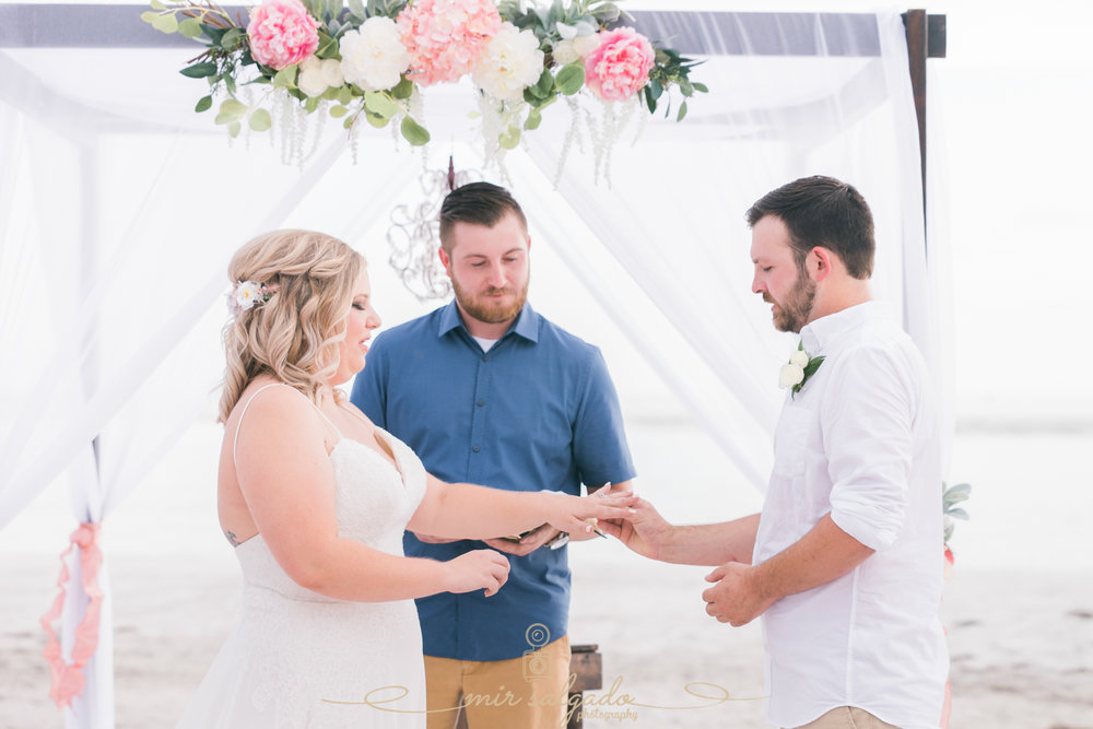 Florida-beach-wedding-ceremony, Tampa-wedding-photographer