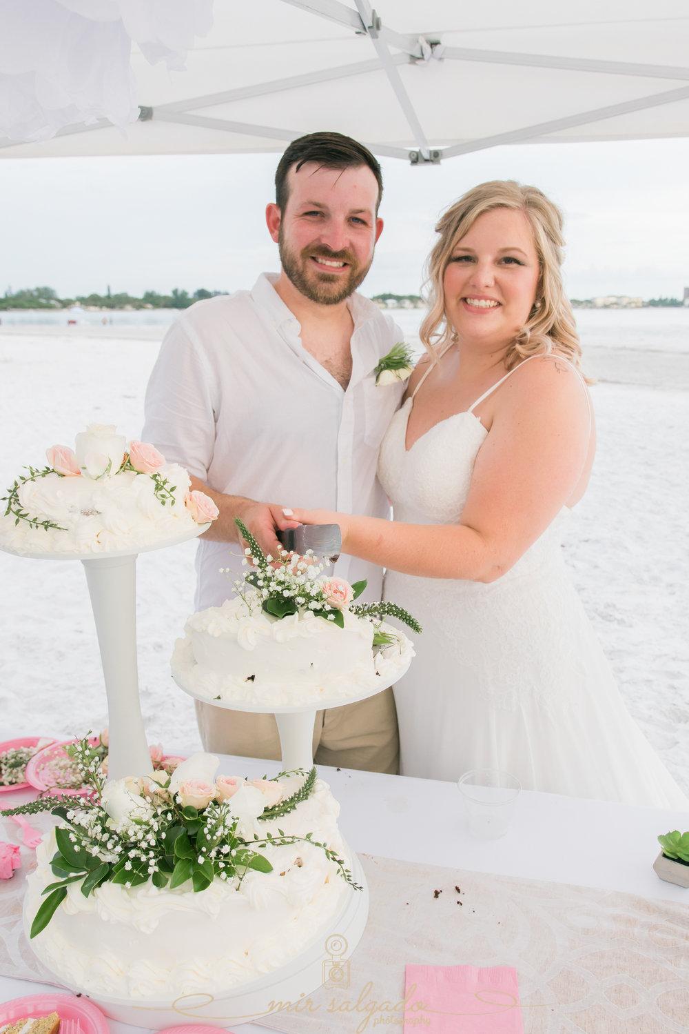 beach-wedding-cake, St.Pete-wedding-photographer