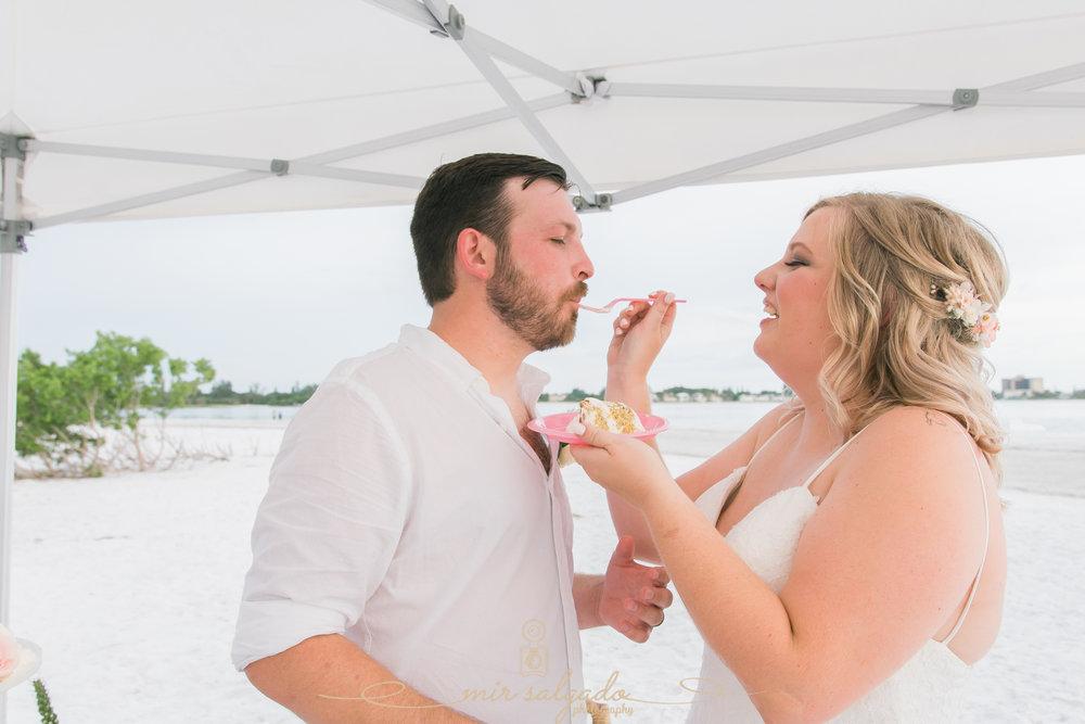 Beach-wedding-cake, Florida-beach-wedding-photographer