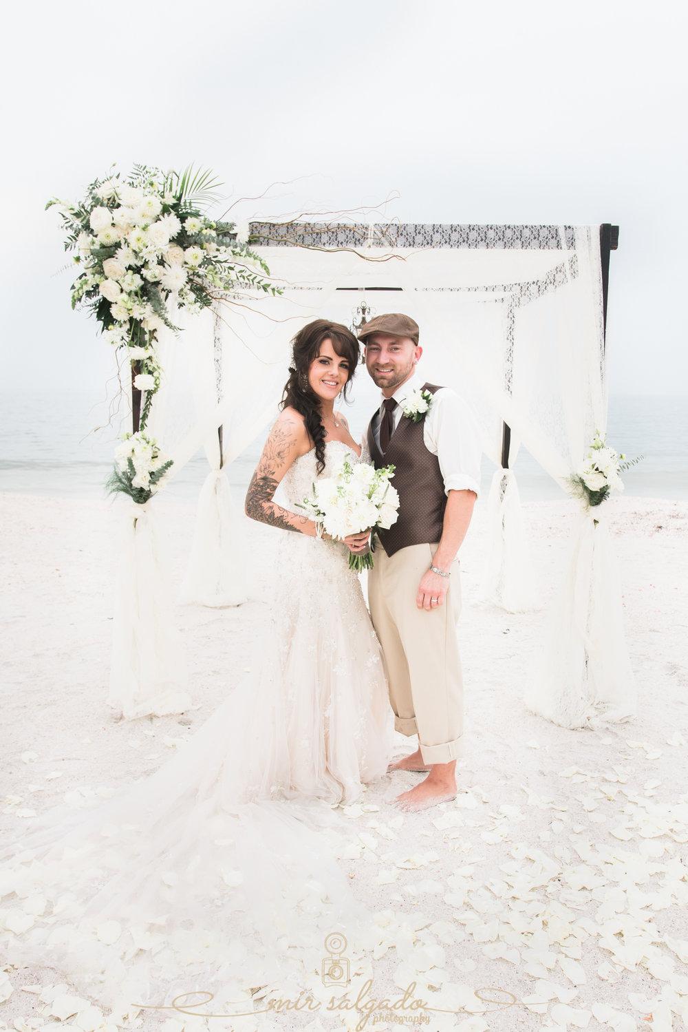 Tide-the-knot-beach-weddings, beach-wedding-photo, bride-and-groom