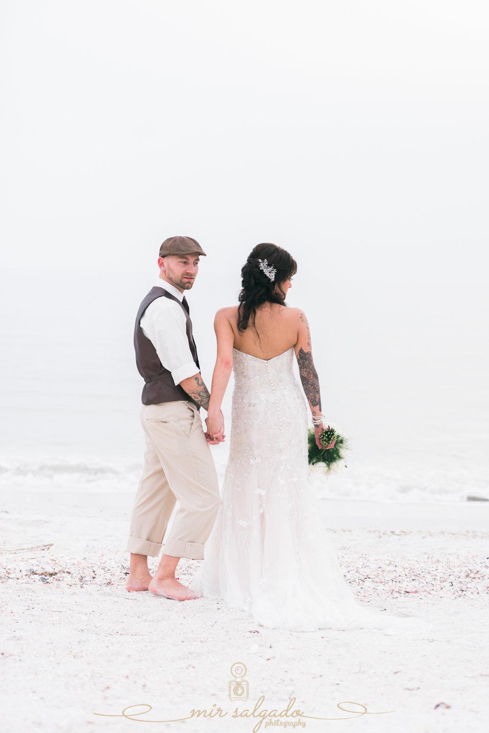 Florida-beach-wedding-photo, bride-and-groom-at-the-beach