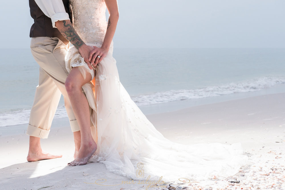 St.Pete-beach-wedding-photo, sexy-pose-bride-and-groom