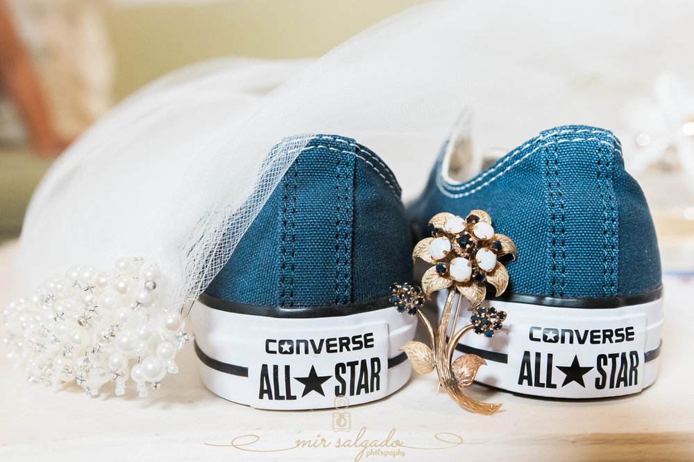 Tampa-wedding-photographer, Tampa-wedding-details-photo, bride-converse