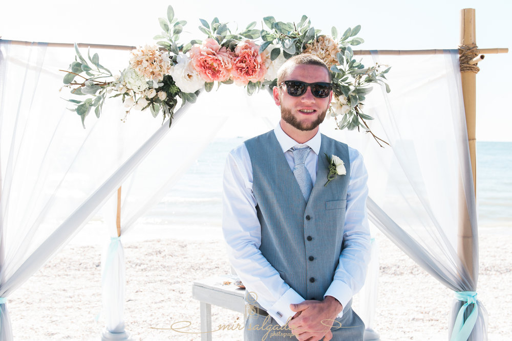 groom-beach-wedding-photo, Tampa-photographer, St.Pete-beach-wedding
