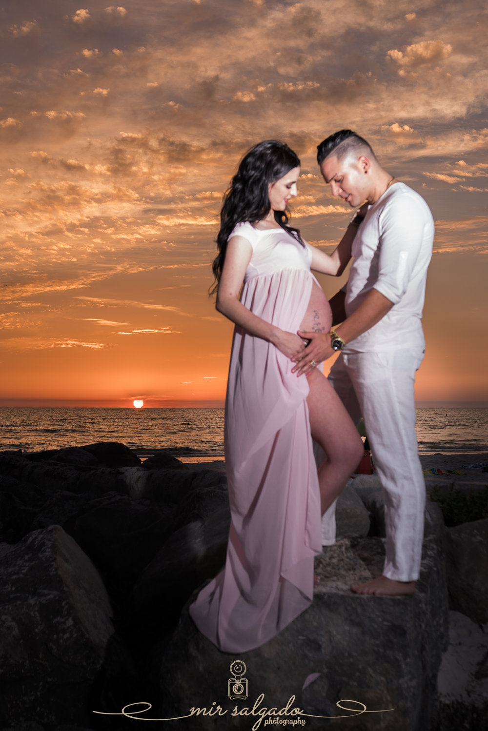 St.Pete-maternity-photographer, St.Pete-beach-maternity-sunset-photo