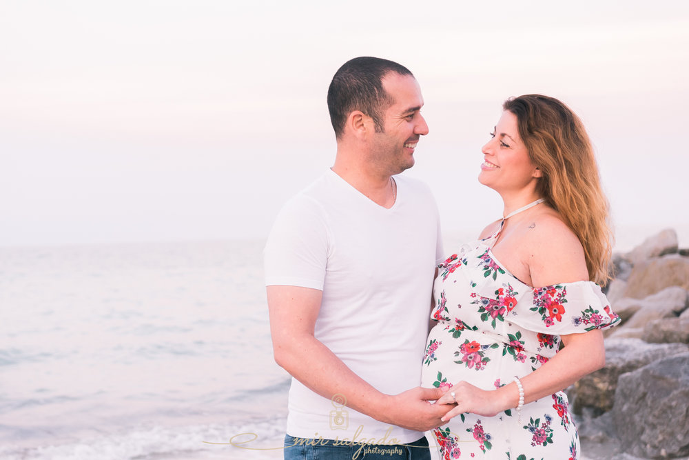 Sunset-beach-maternity-photo, sunrise-beach-session