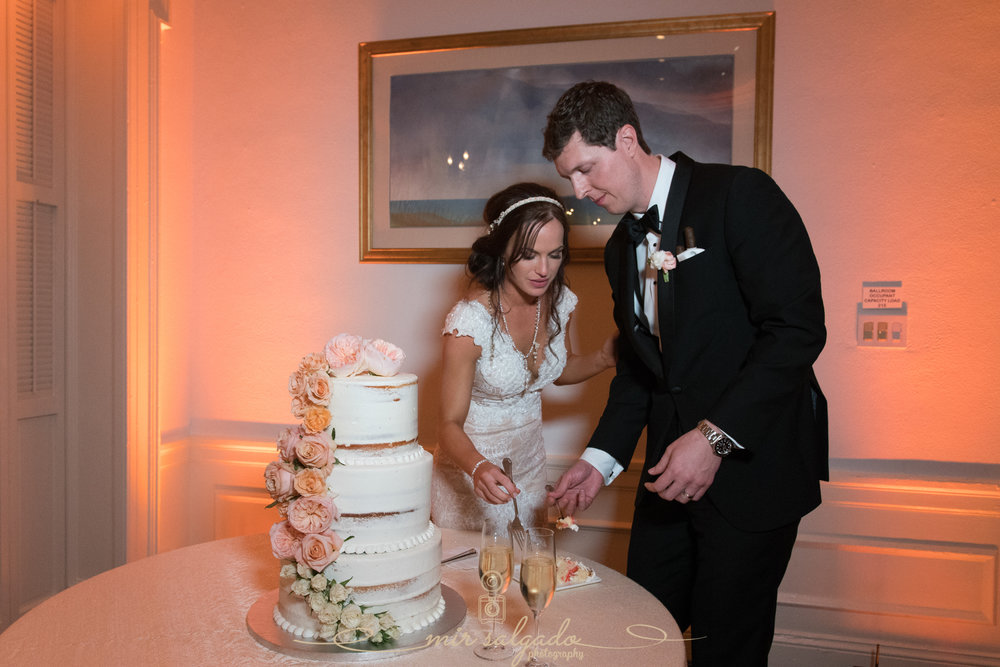 Tampa-yacht-club-wedding, cake-cutting-photo