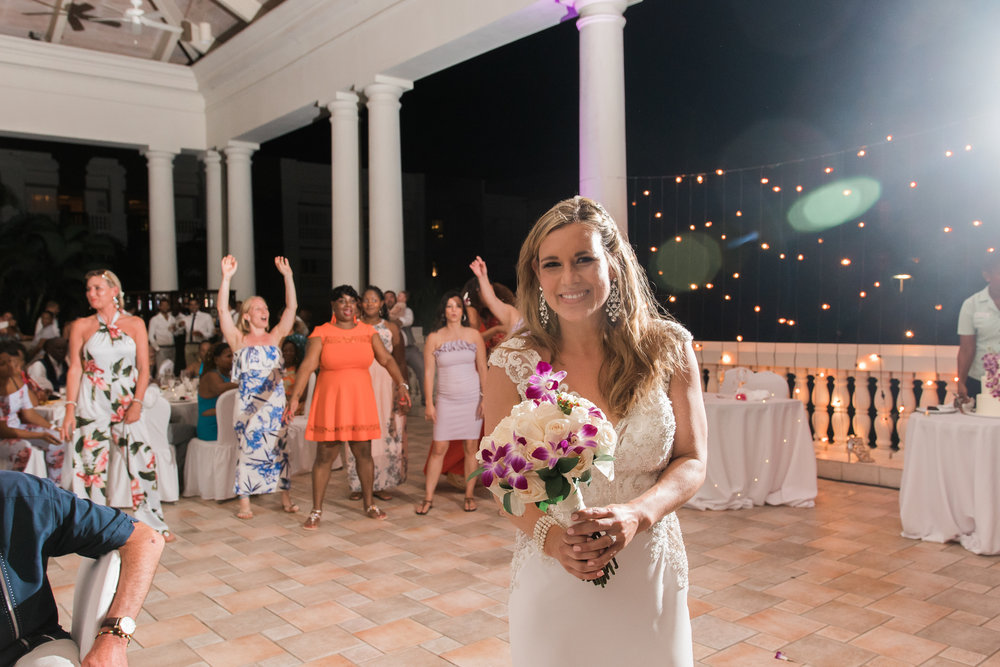 Hyatt-Zilara-wedding-photo , bouquet-toss