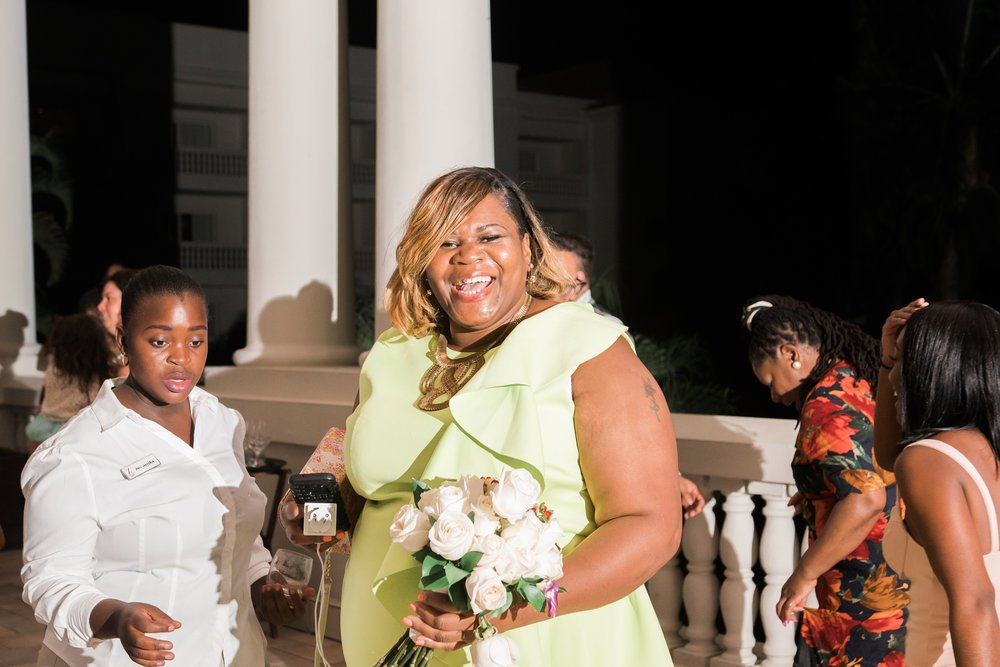 bouquet-toss, Montego-bay-wedding