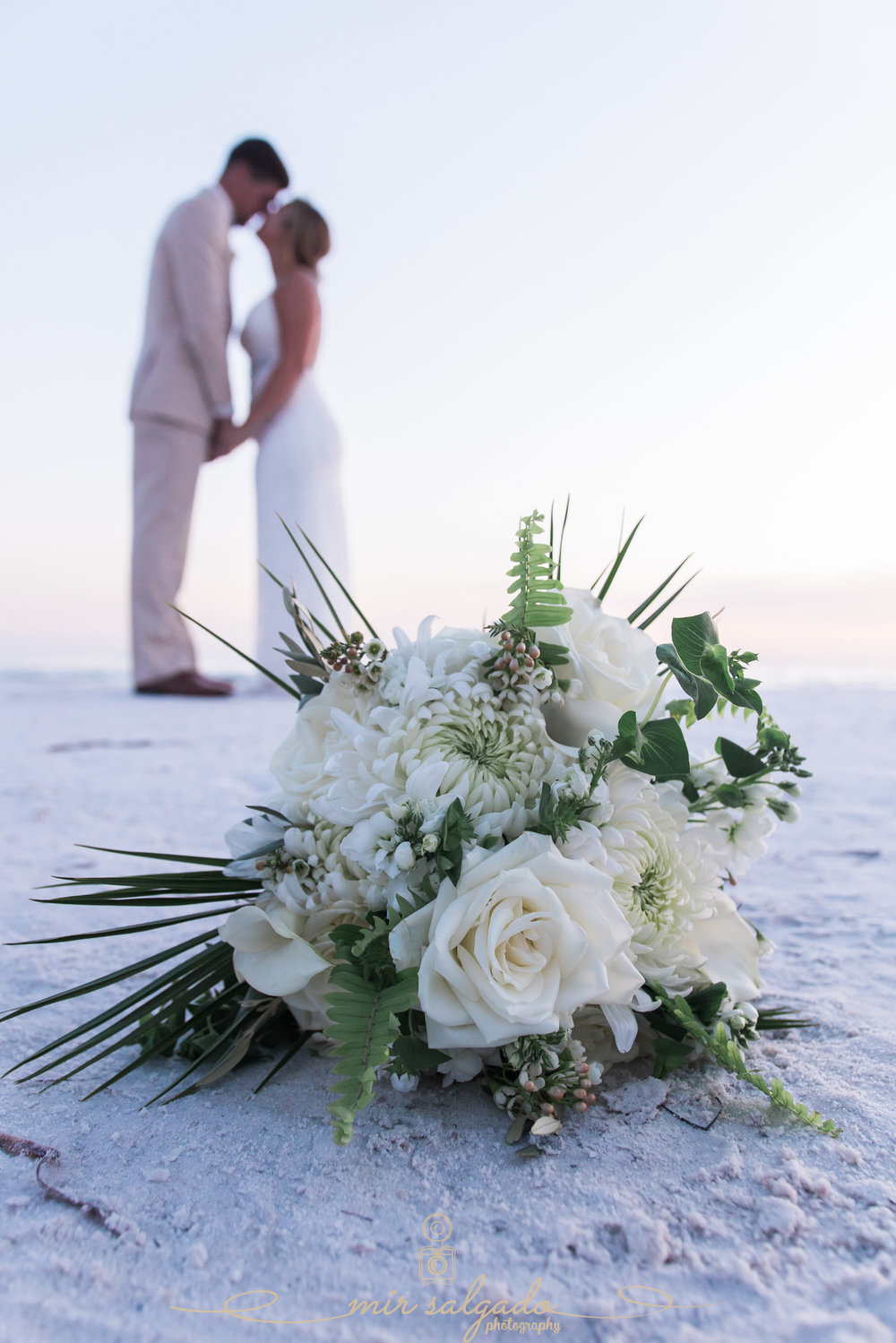 wedding-photo-blurred-background-gorgeous-bride-groom-blurry