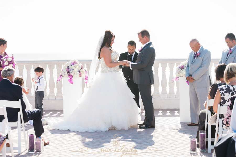 beach-side-Hyatt-hotel-wedding, ceremony-setup, wedding-ceremony, bride-groom-session, flower-bouquet, Tampa-photographer