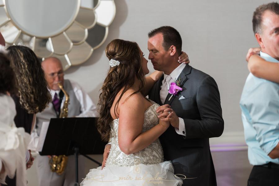 Hyatt-clearwater-beach-resort-spa, Tampa-wedding-photographer, bride-groom-session, bride-groom-first-dance, Tampa-wedding-photographer