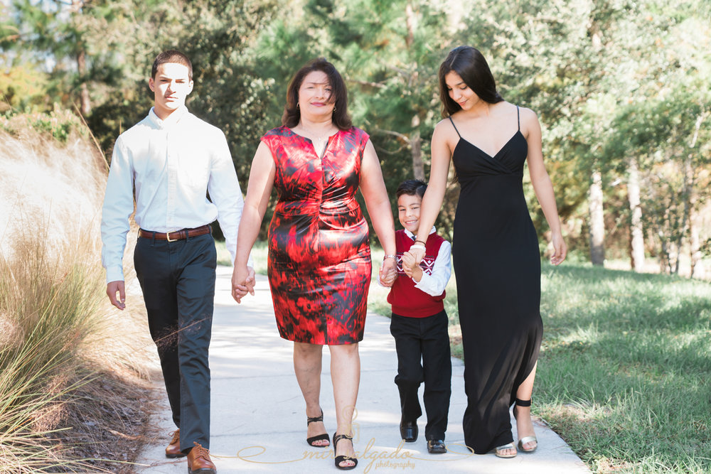 candid-family-photoshoot, tampa-christmas-photoshoot,color-coordinated-photoshoots, tampa-candid-christmas-photographer