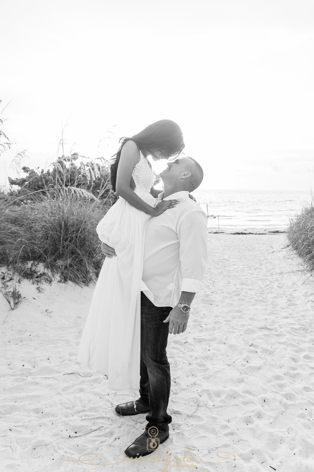black-and-white-engagement-pictures, tampa-engagement-beach-pictures, tampa-wedding-photographer