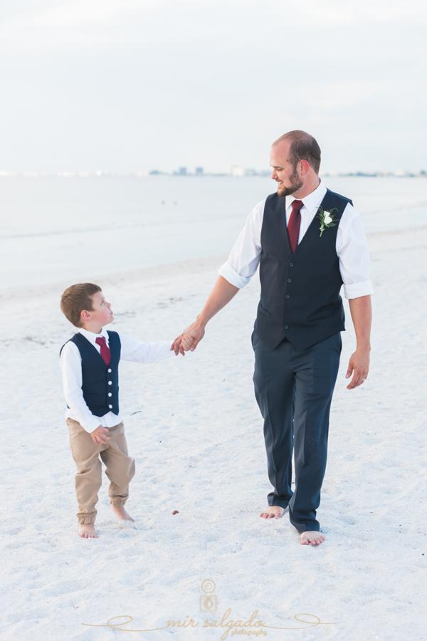groom-and-son, portrait-groom-and-son, beach-wedding-photo
