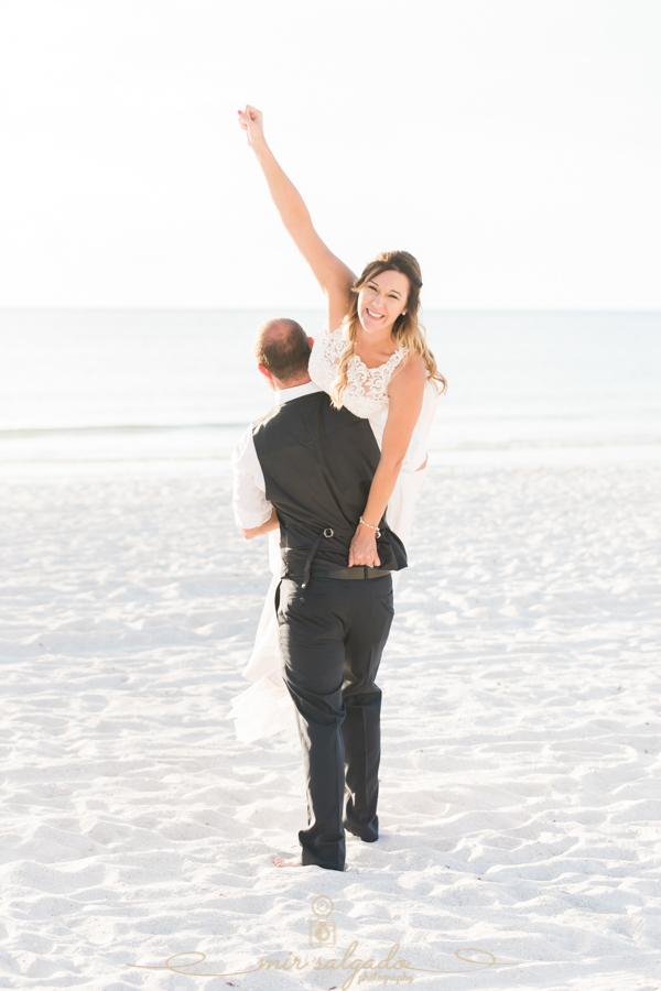 Funny-wedding-photo, bride-and-groom-wedding-photo
