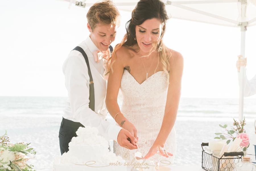 St.Pete-wedding-photo, cake-cutting