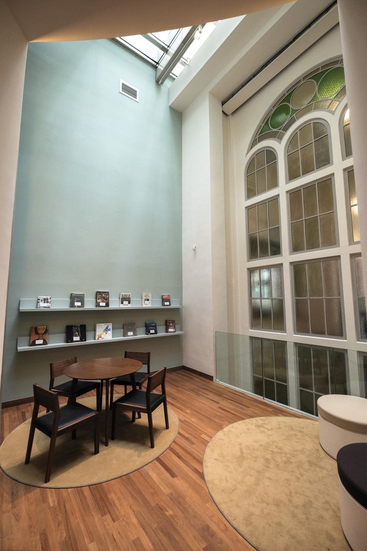 A reading corner. Rotunda Gallery.