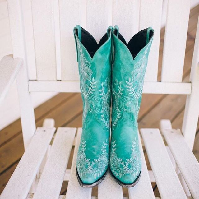If you're working 9-5 then it's nearly time to hang up your boots for the day, but then maybe you want to keep them on if they look like this 👀 💘👢 . . . 📸Pinterest  #smallbusiness #smallbusinessowner #workinghard #smallbusinessassistant #heretohelp #justask #lovetheboots #boots #bootscootin #lovetheboots #tiffanyblue #teallove