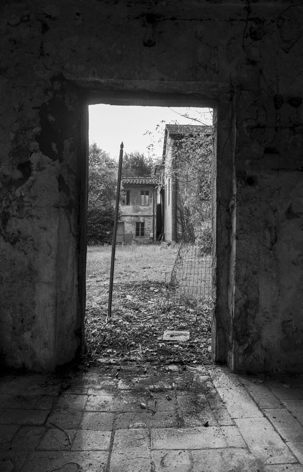81010-12161381-Doorway_jpg.jpg