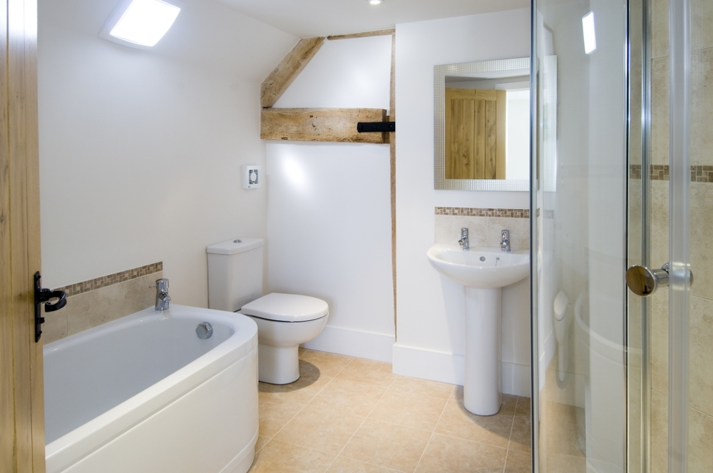 8072463-bathroom01-max.jpg