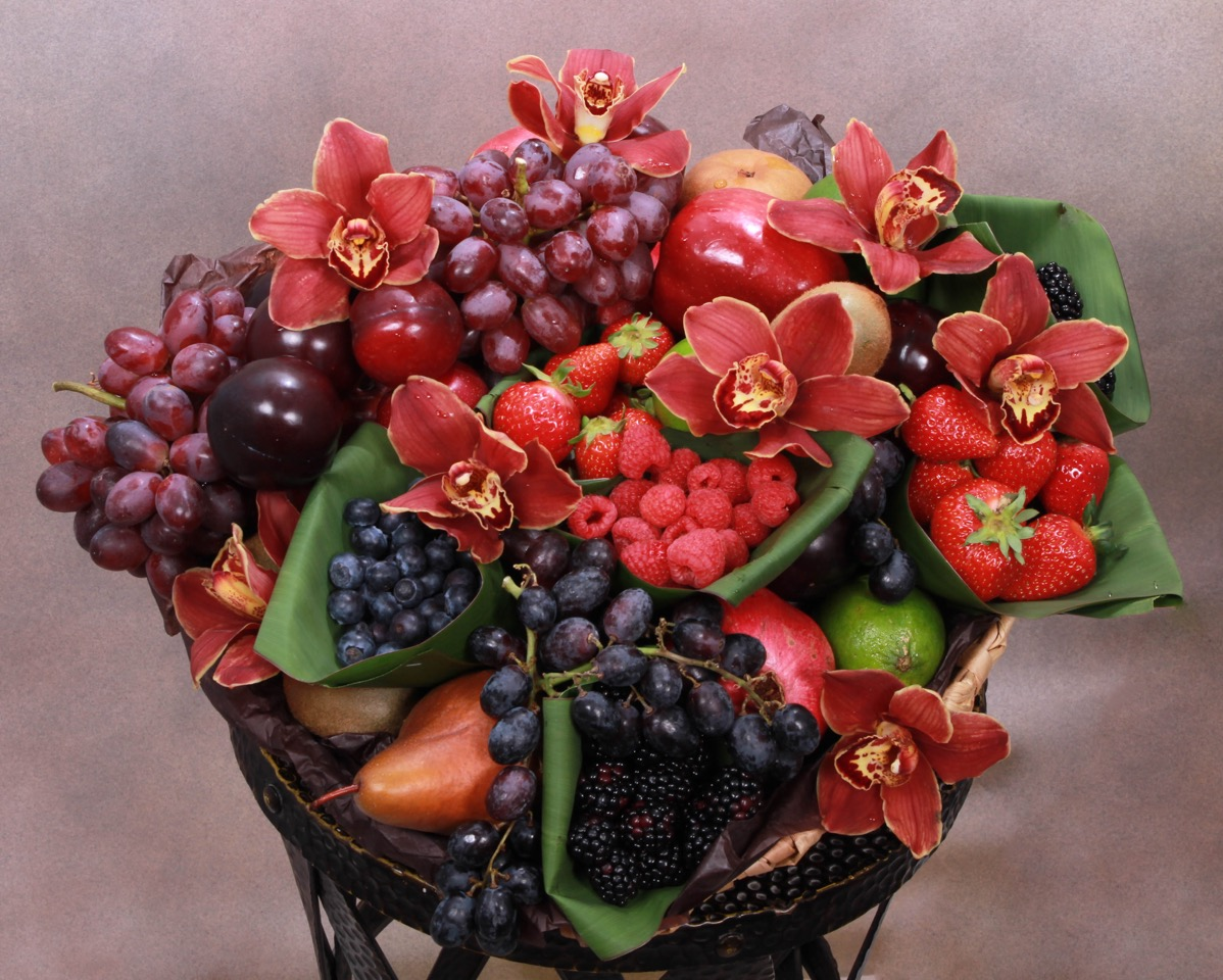 Fruit Basket — Columbia Midtown Florist | Same Day Flower Delivery In NYC