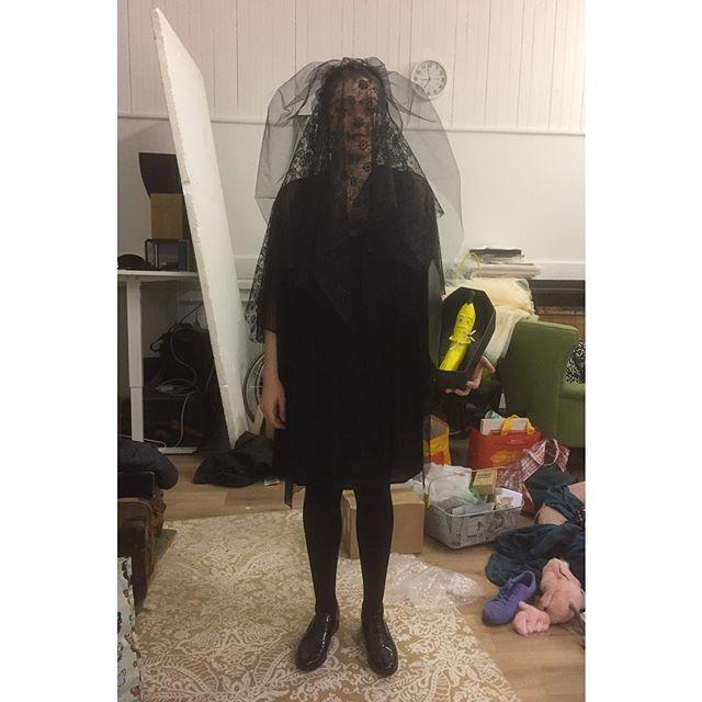 Evil great British Bake Off halloween costume sorted! 'Banana dead' (Banana Bread) . . . #gbbo #greatbritishbakeoff #halloween #paper #papermache #veil #littleblackdress #fancydress #costume #halloweencostume #banana #widow #diyhalloweencostume #diy