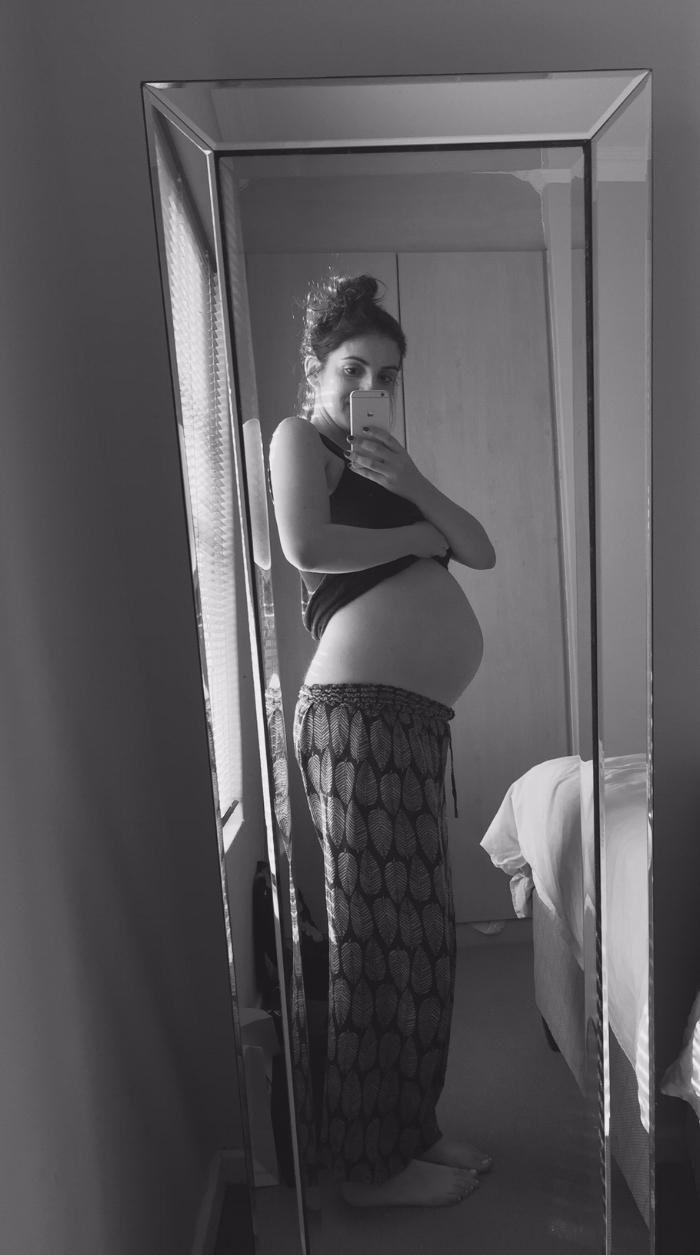 28 weeks pregnant blogger