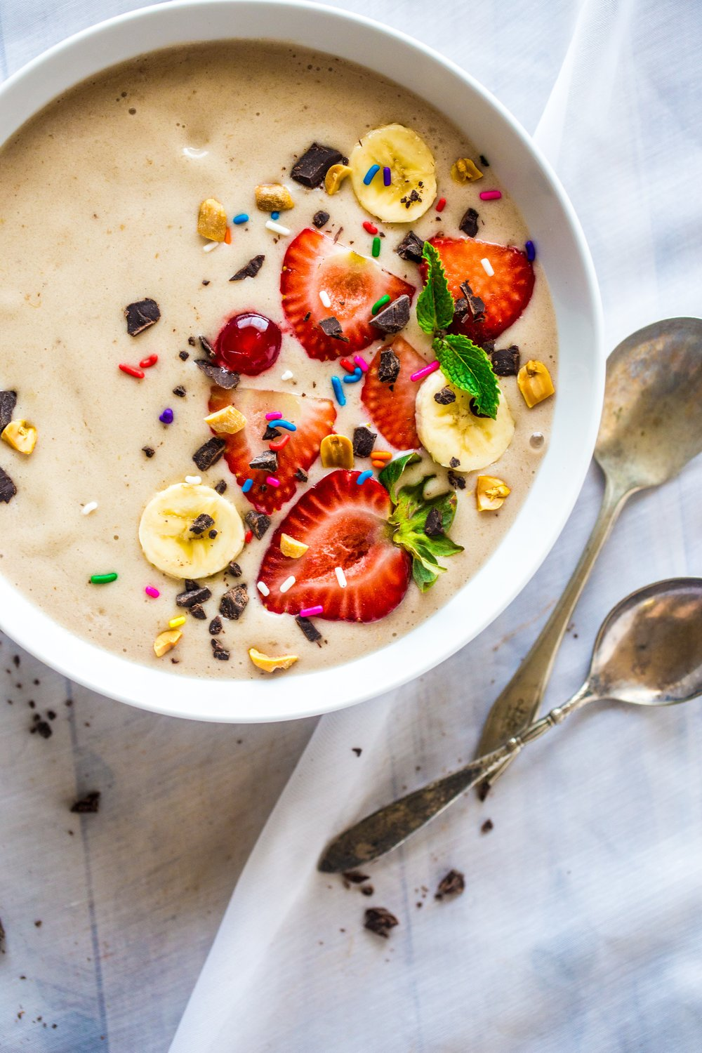 dairy-free coconut banana chip smoothie bowl