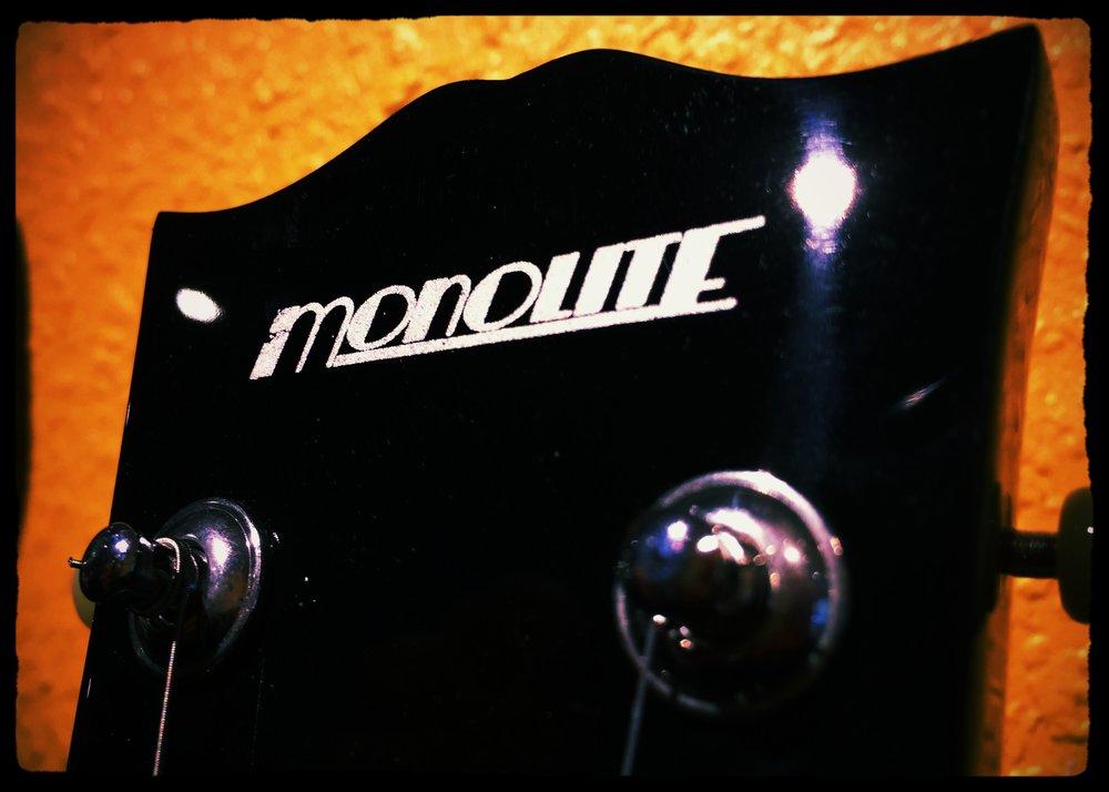 Monolite - Unsere Freunde von Stage Guitar & Monolite zeigen die neuesten Gitarren-Modelle. Hier kannst du losrocken!