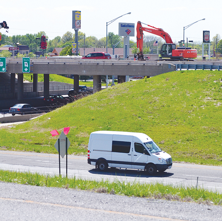 BRYCE MERENESS/Citizen staff Construction along Interstate 29 in Platte County is expected to last six months. The Missouri Department of Transportation is using electronic signs to help warn motorists about delays.