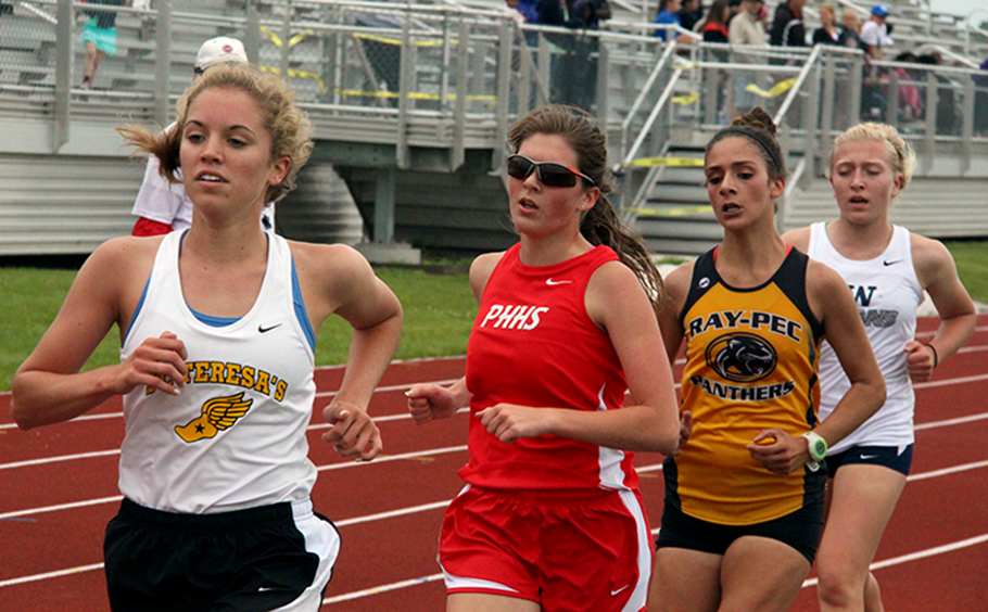 ROSS MARTIN/Citizen photo Park Hill's Mercedes Robinson (second from left) runs in a tightly packed bunch during the 3,200-meter run in the Class 5 Sectional 4 meet held Saturday, May 23 at North Kansas City District Activities Complex.