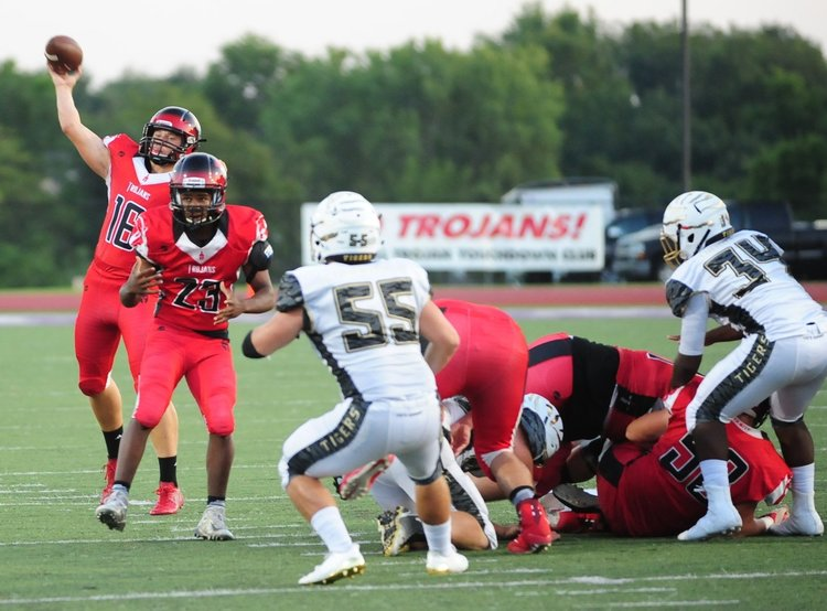 Maples sets state record with 9 touchdown passes in Park Hill football's romp Image