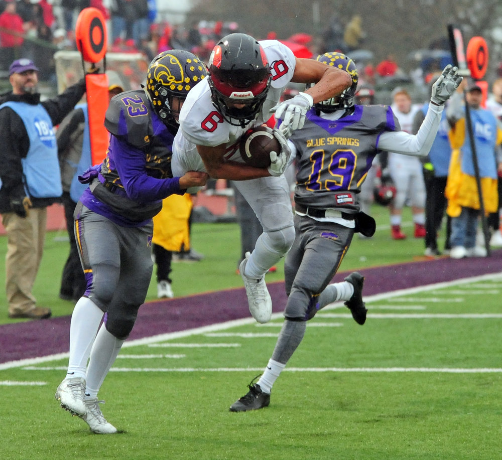 NICK INGRAM/Citizen photo Park Hill senior wide receiver Ronnie Bell (6) hauls in a touchdown in the fourth quarter of a Class 6 semifinal against Blue Springs on Saturday, Nov. 11 in Blue Springs, Mo.