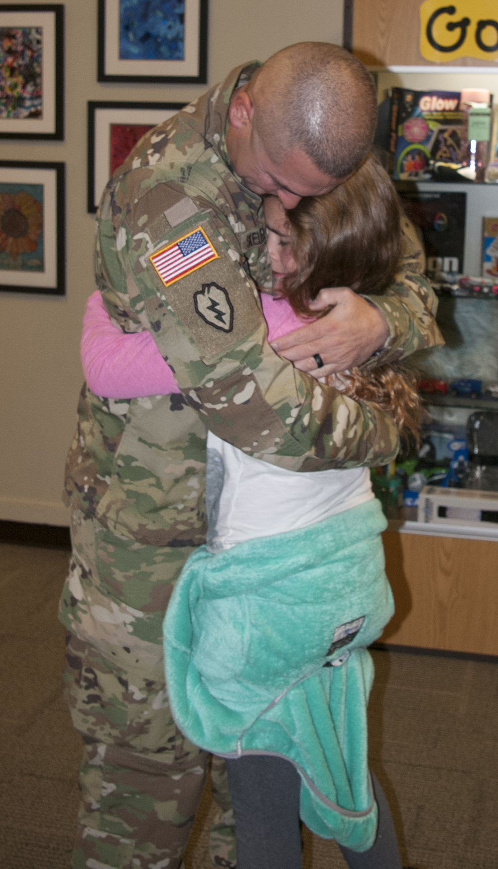 JEANETTE BROWNING FAUBION/Citizen photo U.S. Army Master Sgt. Scott Skellenger surprised his daughter Chloe with an early return from deployment in Kuwait at Union Chapel Elementary School, where Chloe attends fourth grade. Later, the two traveled to Plaza Middle School to surprise his son Gavin in a separate event.