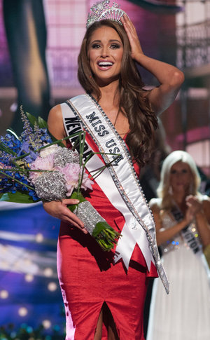 Nia Sanchez, Miss USA 2014, being crowned in red