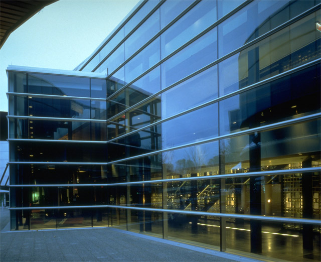 Corning-Glass-Center-2.jpg