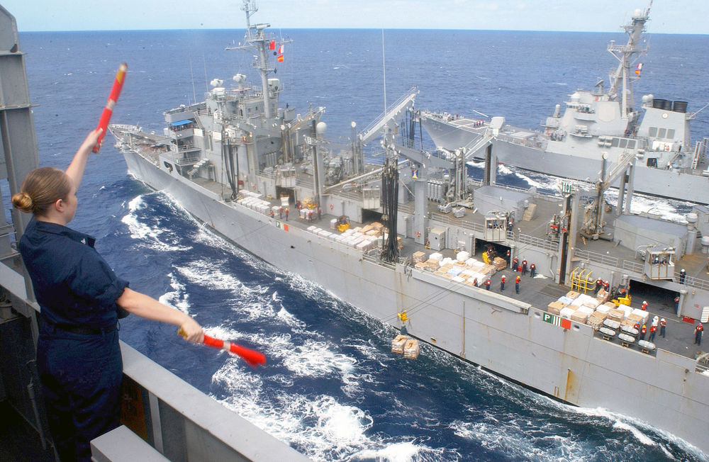 US_Navy_030210-N-0233J-060_Signalman_3rd_Class_Samantha_Fisher_from_Salt_Lake_City,_Utah_communicates_with_the_signalman_aboard_the_guided_missile_destroyer_USS_Lassen.jpg