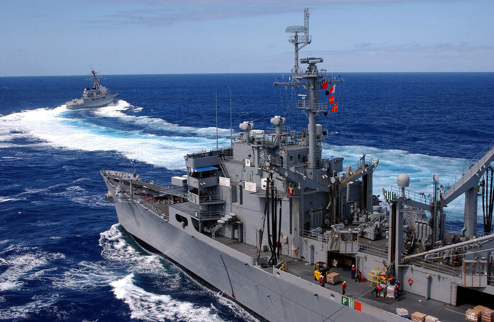 US_Navy_030210-N-0233J-114_The_guided_missile_destroyer_USS_Lassen_(DDG_82)_speeds_away_from_the_fast_combat_support_ship_USS_Sacramento_(AOE_1).jpg