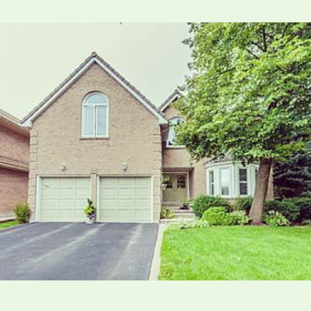 Love #Unionville? So do we! There's a lot of awesome in this neighborhood. Today we wrote a blog on the #top6 things to do in #unionville and #downtown #markham. Visit www.eastgtaliving.ca for more information! All in go our of our new listing at 34 Hollingham. Hitting the market tomorrow! Offered at $1,188,000. More info at www.ravisingh.ca :))) #justinchangremax #ravisinghremax #eastgtaliving #markhamrealestate #realestate #remax #remaxhallmark