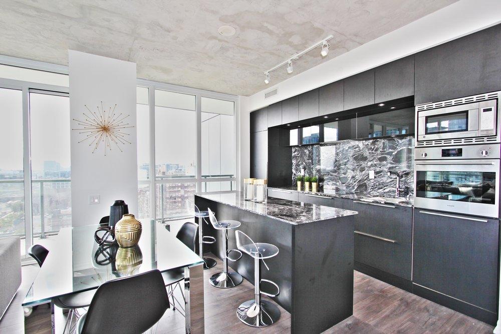 KitchenDining2.jpg