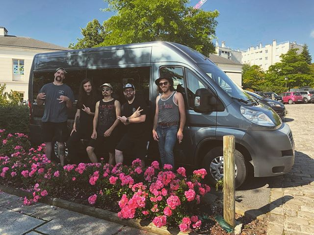 Alive and well in #paris 🇫🇷// Bien en vie à Paris 🇫🇷 . . Tour starts NOW... rock and roll🤘🤘 . . #noyze #euro #tour #summer #run #touring #band #musicians #rockandroll