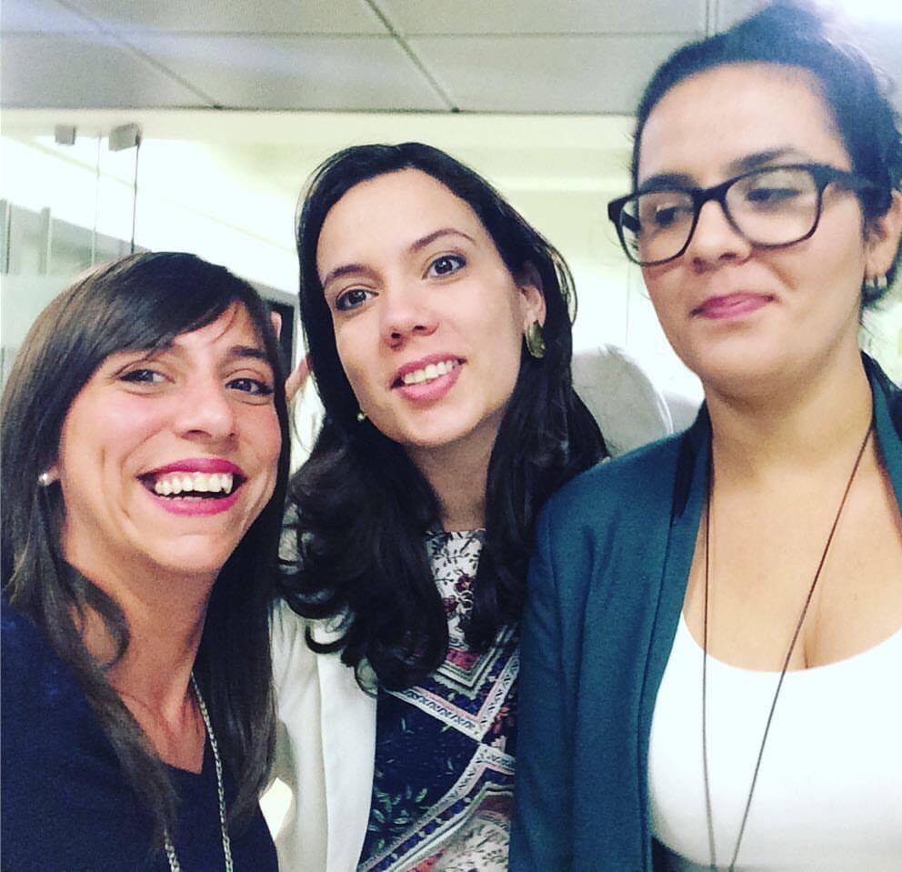 Con Macarena de Uruguay, ella fundó Sinergia Coworking y Karla Mary de Venezuela, quien fundó Espabilate y Emprende. ¡Gracias Maca, por el selfie!