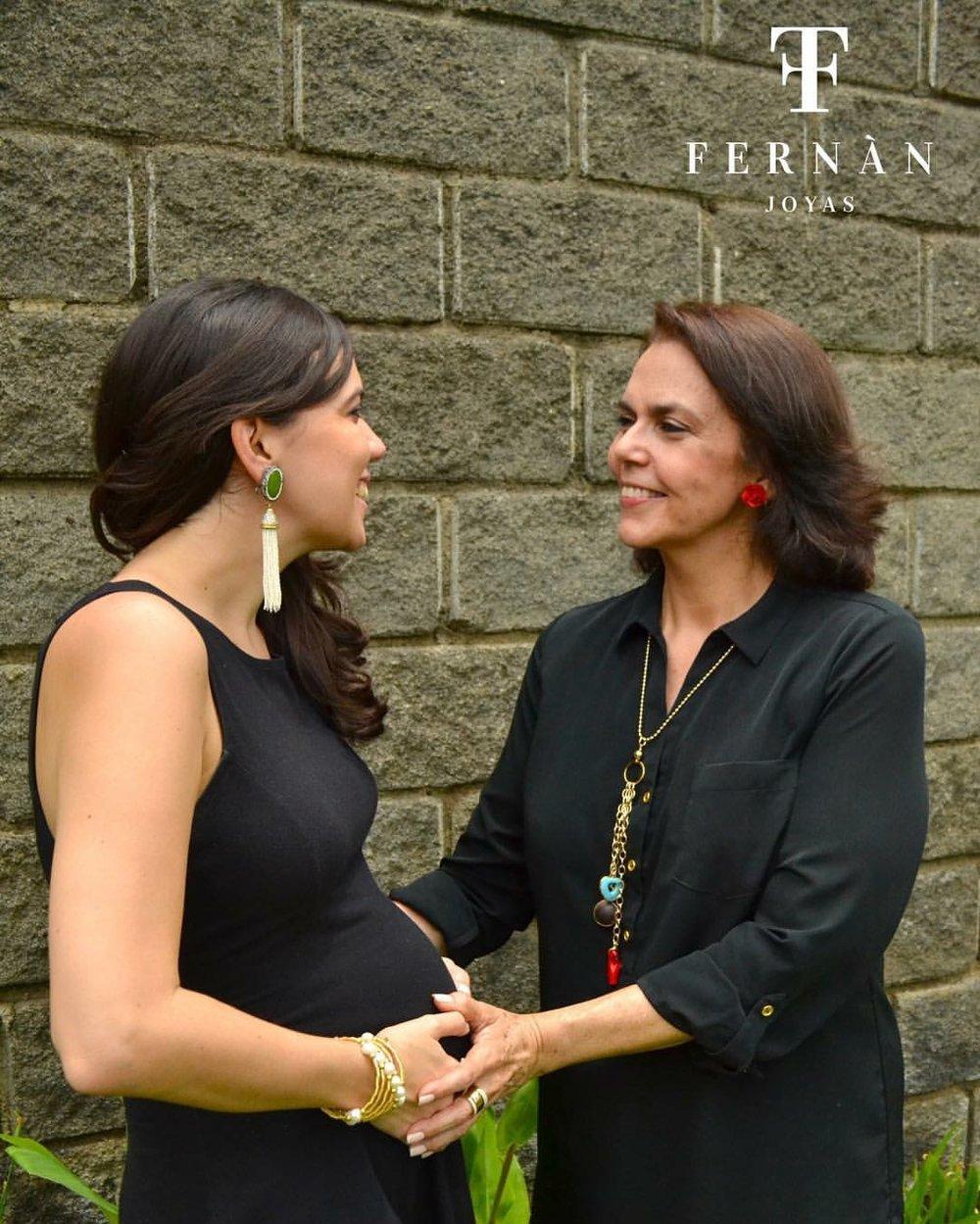 Con mi mamá que ha sido clave. La foto es cortesía de Fernán Joyas, de una sesión para el día de las madres.
