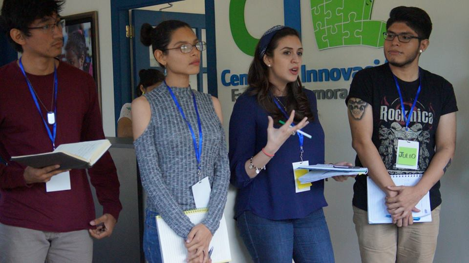 Participantes compartiendo retos con los mentores.